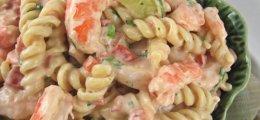 Ensalada de pasta con salsa rosa